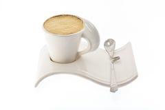 Чашка кофе с молоком на красивой стойке Стоковая Фотография