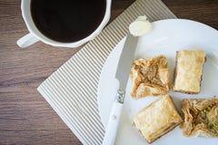 Чашка кофе с плитой печениь Стоковая Фотография RF