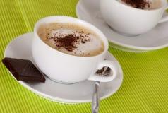 Чашка кофе с шоколадом брызгает Стоковая Фотография RF