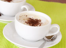 Чашка кофе с шоколадом брызгает Стоковое Изображение RF