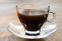 Чашка кофе утра на деревянном столе Стоковые Фотографии RF