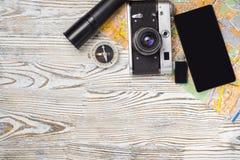 Чашка кофе электрофонаря привода вспышки компаса smartphone камеры карты перемещения Стоковое Фото