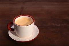 Чашка кофе эспрессо на темной деревянной предпосылке Стоковое Фото