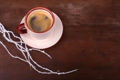 Чашка кофе эспрессо на темной деревянной предпосылке Стоковые Фото