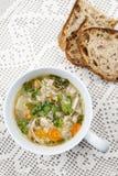 Чашка куриного супа Стоковые Фотографии RF