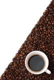 Чашка на кофейных зернах Стоковое фото RF