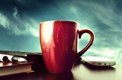 Чашка на предпосылке голубого неба Стоковые Фото