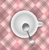 Чашка на скатерти Стоковые Изображения RF