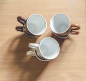 Чашка на таблице Стоковое Изображение