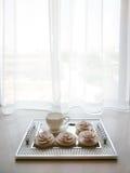 Чашка на windowsill Стоковые Изображения RF