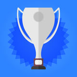 Чашка победителя серебряная на предпосылке голубых звезд иллюстрация штока
