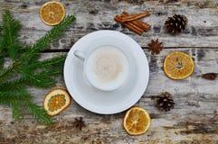 Чашка предпосылки напитка капучино деревянной стоковое фото rf
