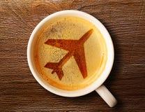 Чашка свежего эспрессо на таблице стоковая фотография