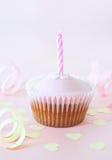 чашка свечки именниного пирога Стоковое Изображение