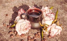 Чашка сильного кофе в уютном кафе стоковые изображения rf