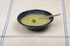 Чашка с супом courgette Стоковые Изображения