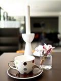 Чашка с цветками Стоковые Изображения RF
