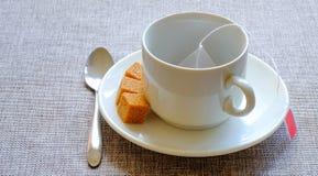 чашка Тростниковый сахар, чай плодоовощ в сумке стоковые фото