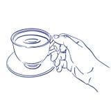 Чашка душистого кофе в руке бесплатная иллюстрация