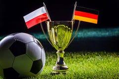 Чашка футбола и флаги заполированности и немца Стоковые Фото