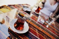 Чашка чаю в Стамбуле, Турции стоковое изображение rf