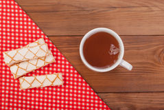 Чашка чаю и сладостные печенья Стоковые Фото