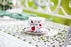 Чашка чаю с влюбленностью слова стоковые изображения rf