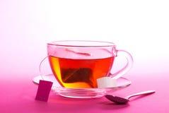 Чашка чаю с поддонником и ложкой стоковая фотография