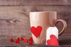 Чашка чаю с сердцами стоковая фотография