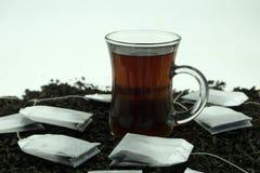 Чашка чаю с сумкой teatime чашка пакетика чая стоковое изображение rf