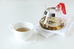 Чашка чаю с чайником Стоковые Изображения