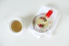 Чашка чаю с чайником Стоковое фото RF