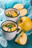 Чашка чаю с яблоками и базиликом Стоковые Фото