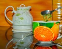 Чашка чая, горячий, зеленый, белая, чайник, вода, жидкость, Стоковое Изображение RF