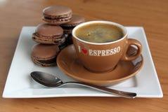 Чашка эспрессо, macaroons Стоковые Фото