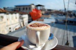 чашка capuccino вкусная Стоковое Изображение