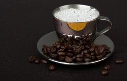 Чашка espresso нержавеющей стали на поддоннике Стоковое Фото