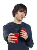 чашки выпивая детенышей человека удерживания пластичных Стоковое фото RF