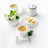Чашки зеленого травяного чая, жасмина цветут Стоковое фото RF