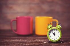Чашки и будильник Стоковые Изображения RF