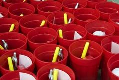 Чашки и перя Стоковая Фотография