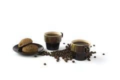2 чашки кофе при печенья изолированные на белизне Стоковые Изображения