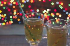 2 чашки чаю с fairy светами Стоковые Изображения