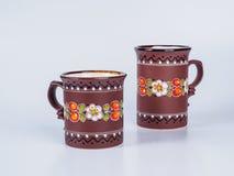 2 чашки чая украшенной при дизайны изолированные на белой предпосылке Стоковое Изображение