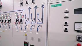 Чебоксар, республика Chuvash, 5-ое марта 2019 Предохранение от шкафа контроля и автоматическое выключение Индикаторы и переключат видеоматериал