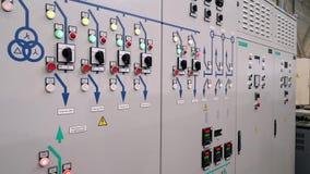 Чебоксар, республика Chuvash, 5-ое марта 2019 Предохранение от шкафа контроля и автоматическое выключение Индикаторы и переключат акции видеоматериалы