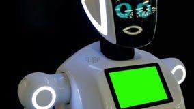 Чебоксар, Россия - 26-ое сентября 2017: Город роботов Робот с дисплеем показывает эмоции, говоря самомоднейше видеоматериал