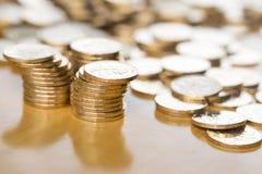 чеканит золото евро доллара Стоковая Фотография RF
