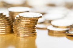 чеканит золото евро доллара Стоковая Фотография