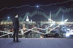 чеканит рост принципиальной схемы финансовохозяйственный над белизной завода Стоковые Фото
